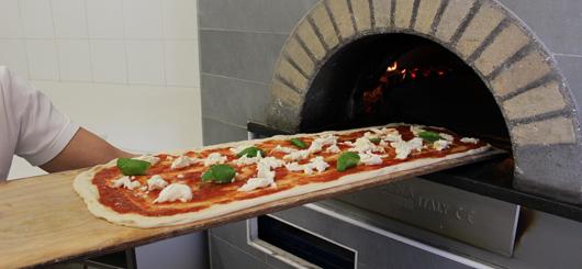 Pizza a metro, infornatura